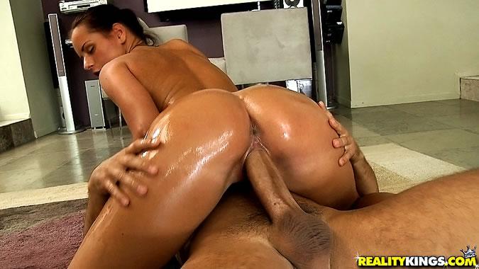oil-riding-porn-big-ass-black-bitch-naked