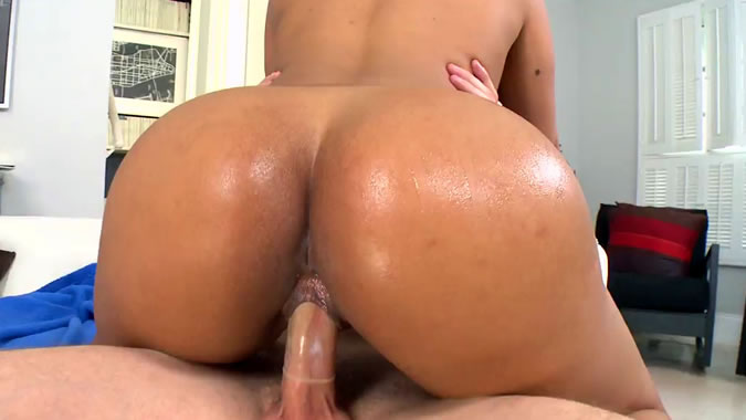 up oiled Sexy nude latina