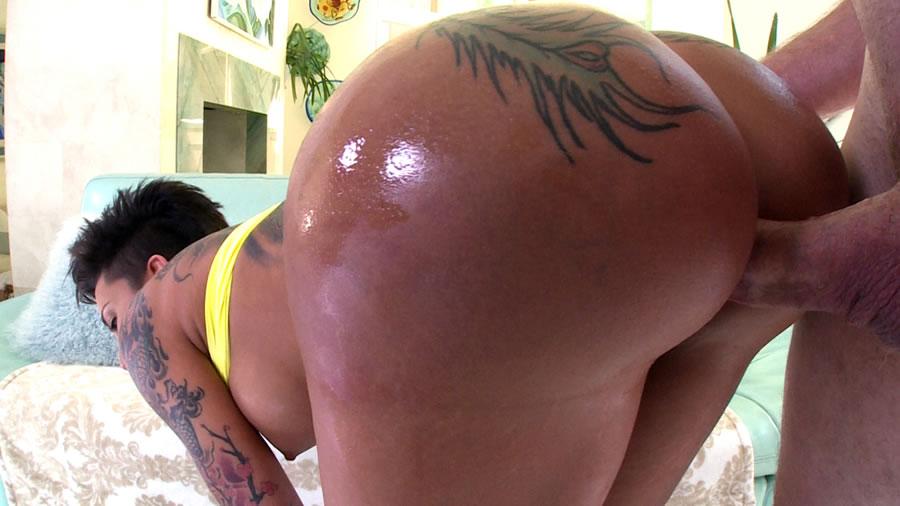 Bella bellz anal fucked a huge oiled