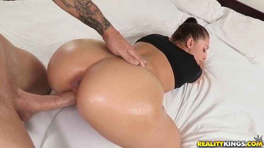 Nude girl bubble butt having anal sex