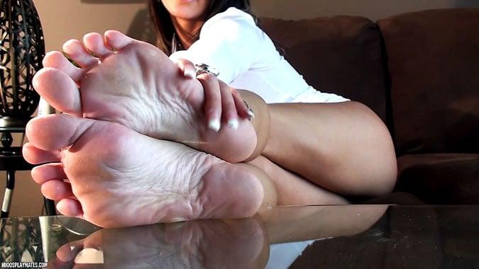 nikki sims feet
