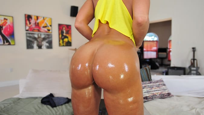 Lisa Ann Bubble Butt Worshiped And Oiled Up-5007