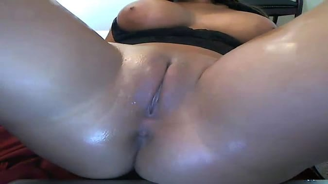 Briana Lee Oiling Up Her Pussy And Spreading Lips On Webcam
