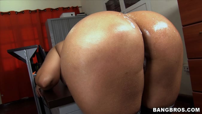 Latina bubble butt anal