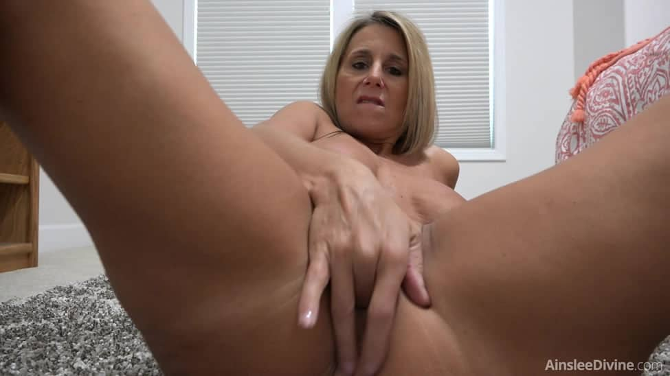 Mature milf amy fucks lovely tina kay