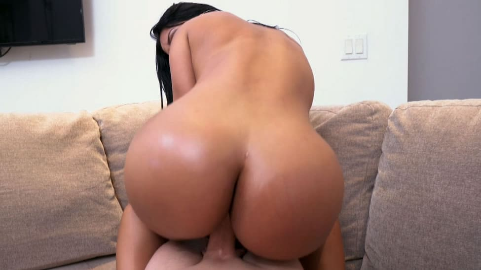 Teen Bubble Butt Riding